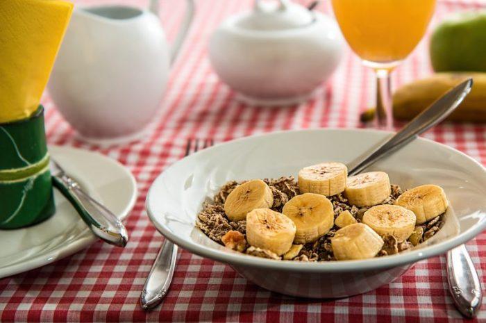Co powinno zawierać pożywne śniadanie dla sportowców?