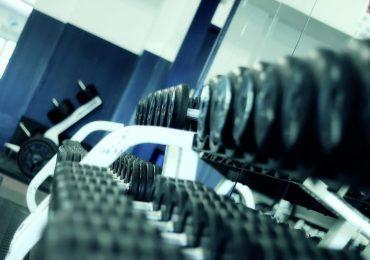 Dlaczego warto zacząć odwiedzać kluby fitness?