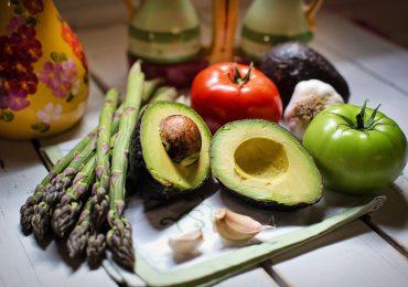 Jak skutecznie schudnąć? Triki żywieniowe dla zgrabnej sylwetki