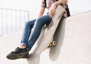 Jak nauczyć się jeździć na deskorolce?