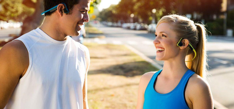 Nowoczesne słuchawki Aftershokz z przewodnictwem kostnym