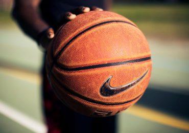 Piłka do koszykówki – porównanie produktów Nike i Spalding