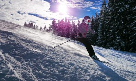 Sklep sportowy z nartami
