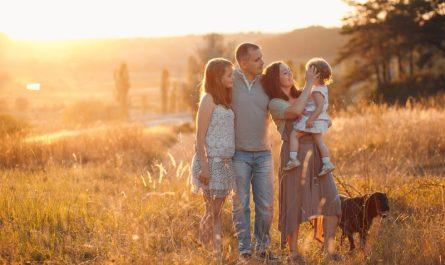 rodzina na polu