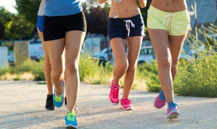 cztery-kobiety-biegną-maraton