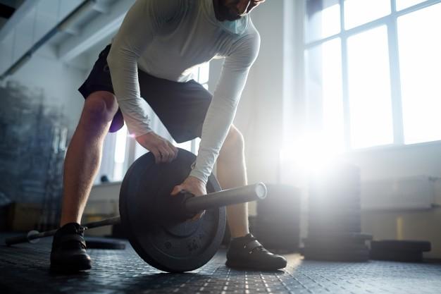 Klub fitness czy zacisze własnego domu – gdzie lepiej ćwiczyć?