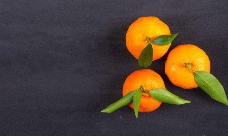 trzy mandarynki