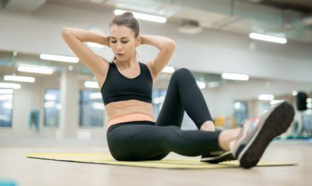 kobieta wykonuje aerobiczna 6 weidera