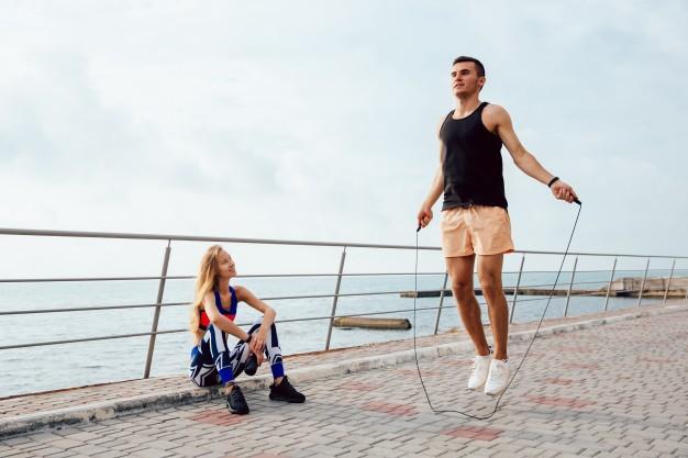 Czy ćwiczenia na skakance pomagają schudnąć