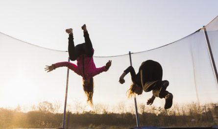 cwiczenia na trampolinie
