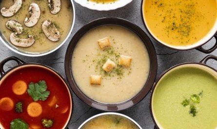 rozne zupy w garnkach