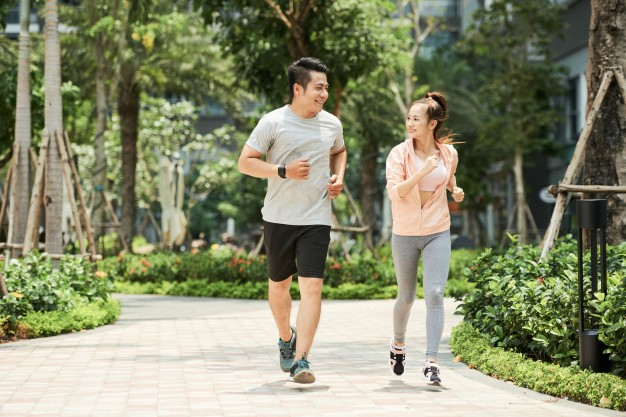 Slow jogging – co to jest i na czym polega? Zasady i efekty