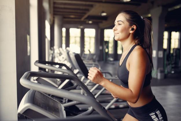 trening cardio na czczo na biezni
