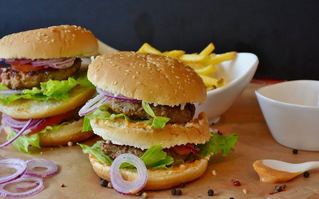 hamburgery w trakcie cheat day