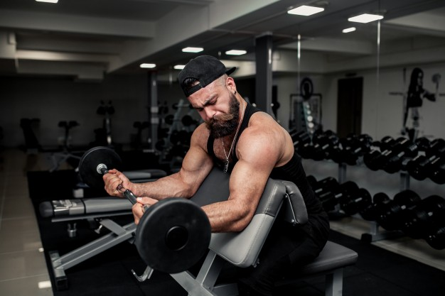 biceps na modlitewniku