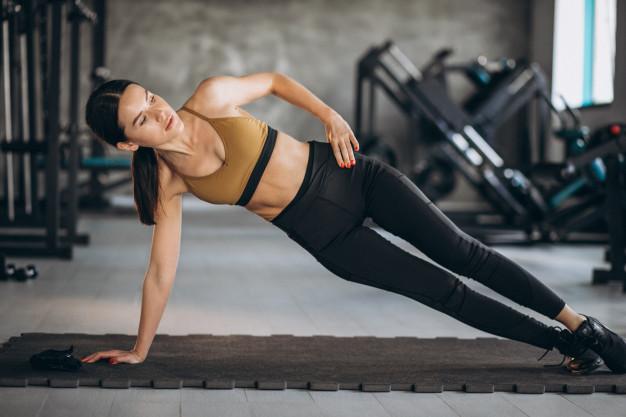Ćwiczenia na boczki – 5 skutecznych i łatwych ćwiczeń na zrzucenie boczków