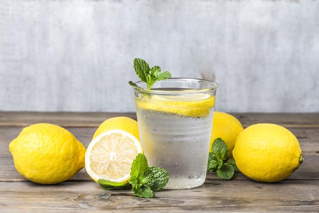 Woda z cytryną na odchudzanie – czy rzeczywiście działa?
