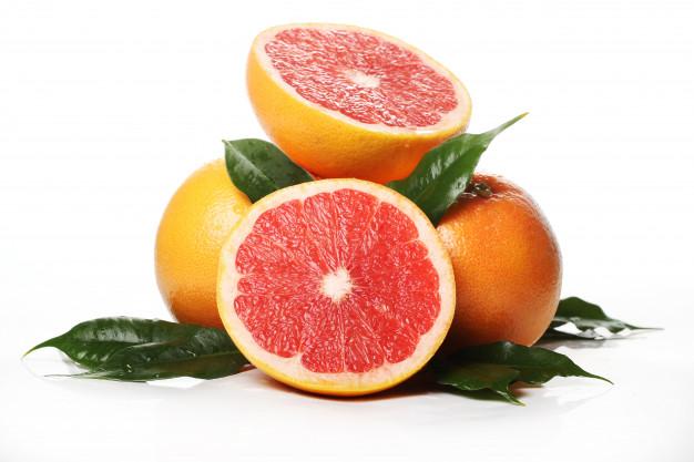 Ile kalorii ma grejpfrut? Właściwości zdrowotne i wartości odżywcze