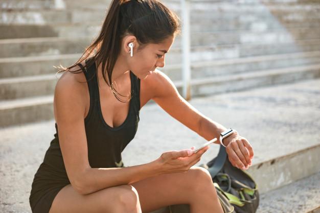 Sportowy smartwatch – czym kierować się przy wyborze? Nasze TOP 3