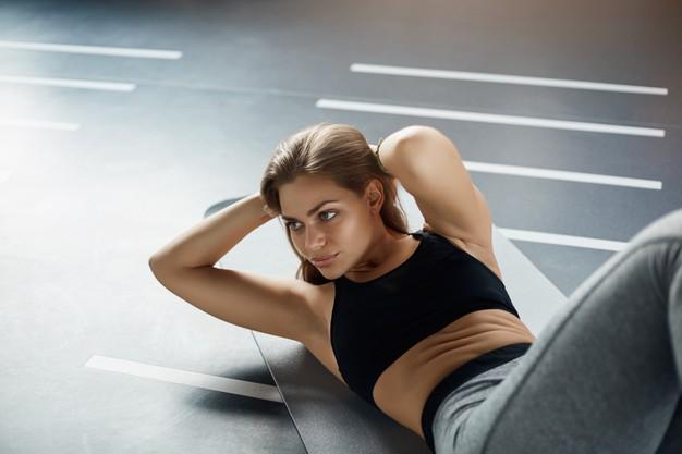 Trening ABS – co to jest? Efekty, ćwiczenia i przykładowy trening