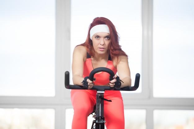 Rowerek stacjonarny – jak dbać o kondycję w domu?
