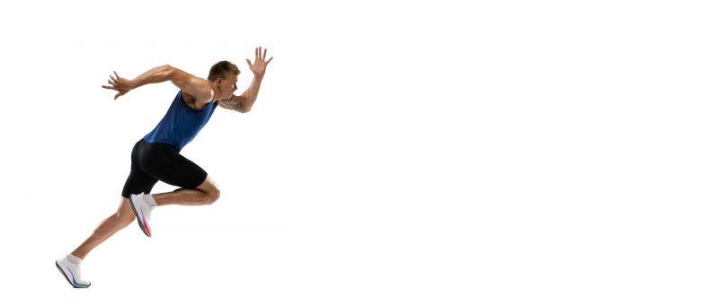 sprinter podczas treningu szybkosciowego