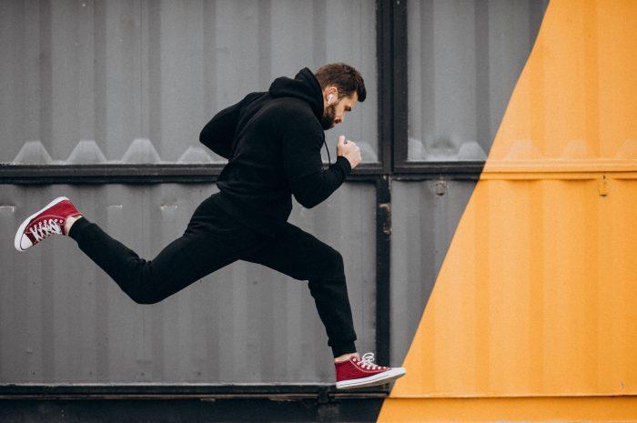 Trening szybkościowy – na czym polega? Ćwiczenia i przykładowy plan treningu na szybkość