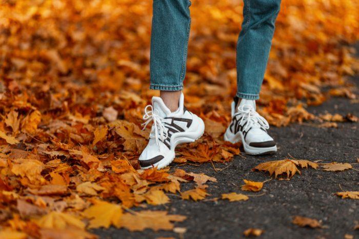 Buty sportowe na jesień – jakie wybrać na trening, a jakie na co dzień?
