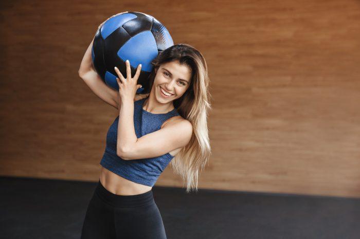 Trening z piłką lekarską – 10 najlepszych ćwiczeń