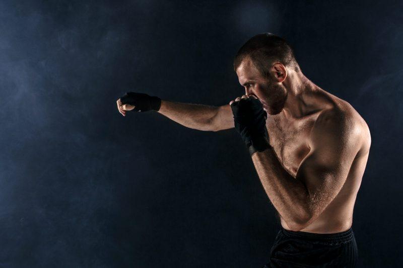 mezczyzna wykonuje bieg bokserski